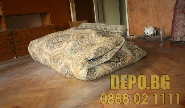 Изхвърляне на стари мебели и вехтории