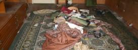 Евтино изхвърля мебели и боклуци