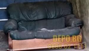 Хамали за преместване на кожен диван