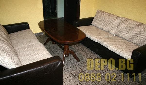Безплатно събиране на маса с дивани за повторно използване