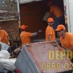 Транспорт за доставка на строителни материали