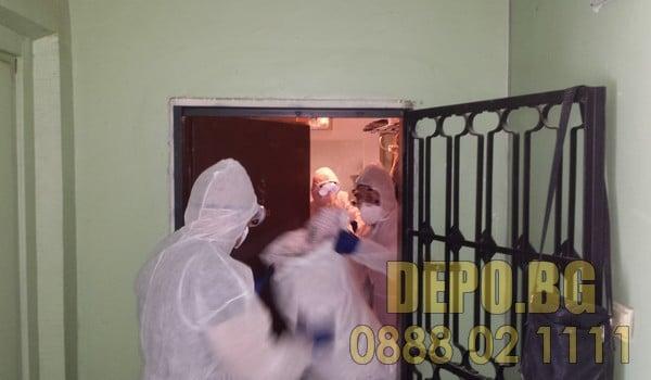 Бригада за почистване на клошарски апартамент