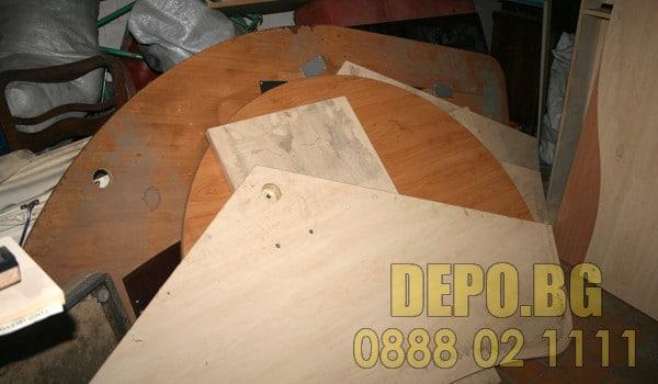 Демонтирани мебели за извозване